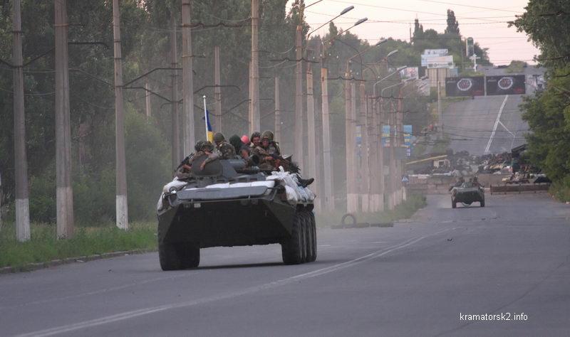 Первая украинская бронетехника на улицах Краматорска 5 июля 2014 года