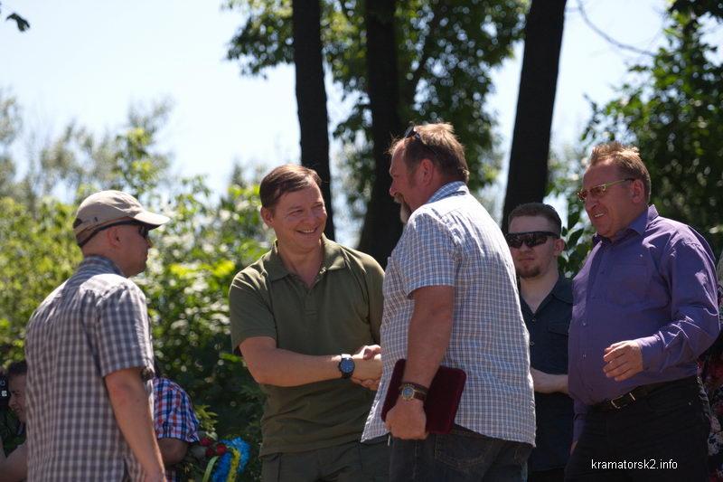 Депутат Олег Ляшко и волонтёр Эдуард Кулинич