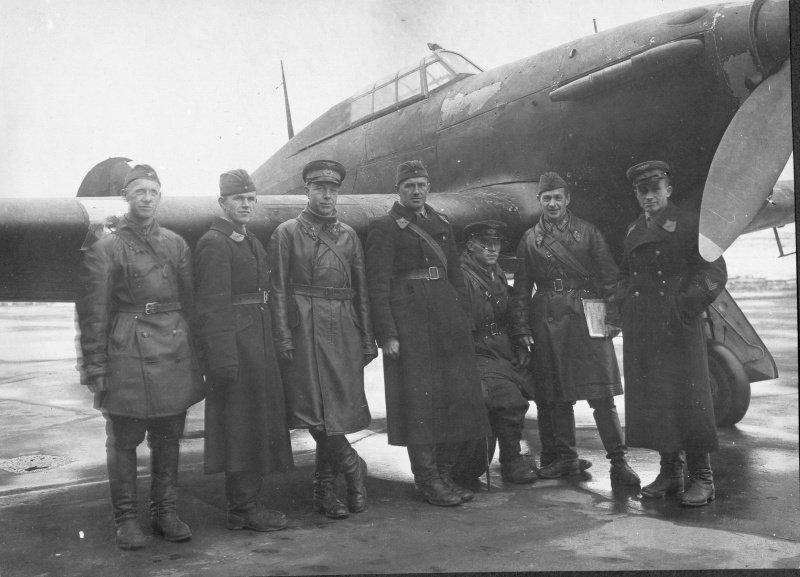 Советская бригада по испытаниям самолета «Харрикейн». Истребители этой модели поставлялись в СССР по ленд-лизу.