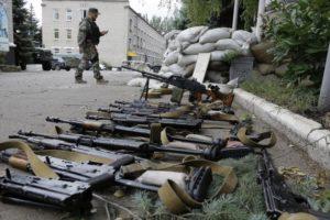 После захвата сепаратистами военной базы украинской армии в Донецке, 27 июня 2014 года Фото: Дмитрий Ловецкий / AP / Scanpix / LETA